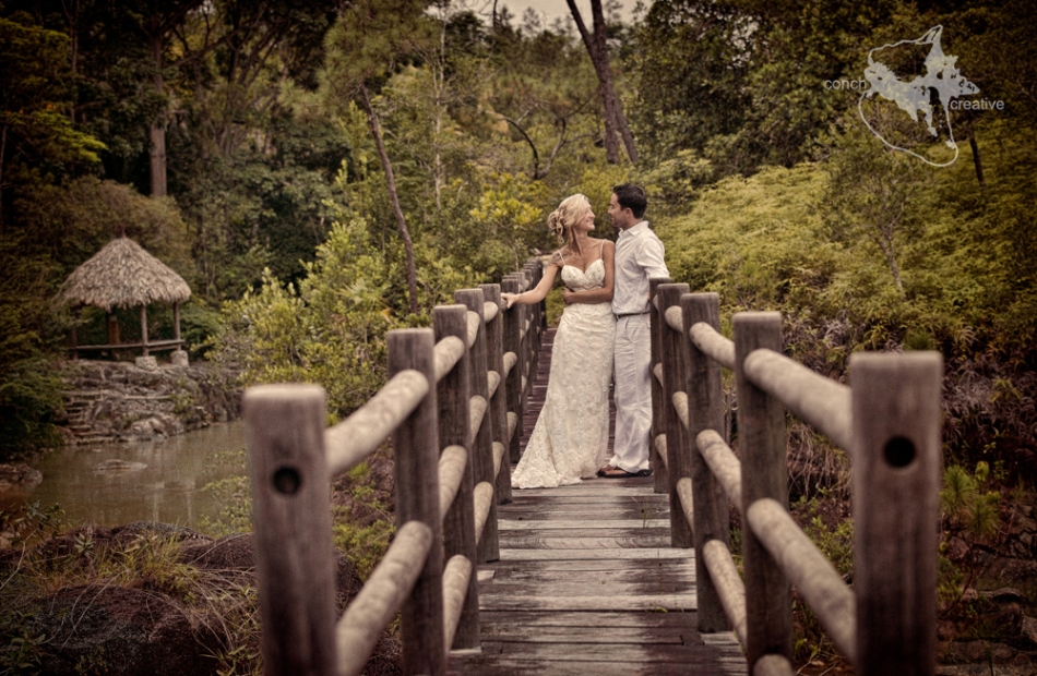 Belize Wedding Photographer - conch creative